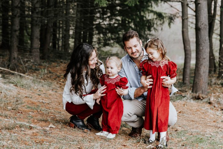What to wear for Holiday Photos for the Family - Maroon Outfits