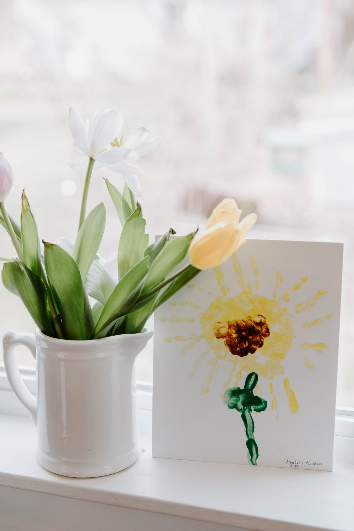 How to make Handprint Flower Canvases for the Spring as a gift for Family, Friends, and Loved Ones
