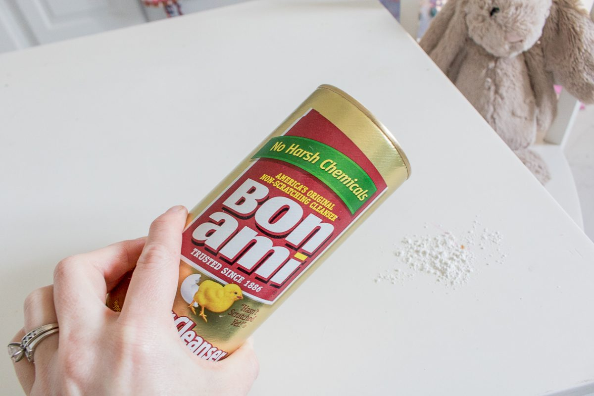 Bon Ami Powder Cleaners on a table