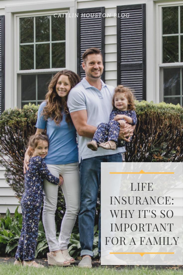 Familyinfrontoftheirnewhomeforlifeinsurance