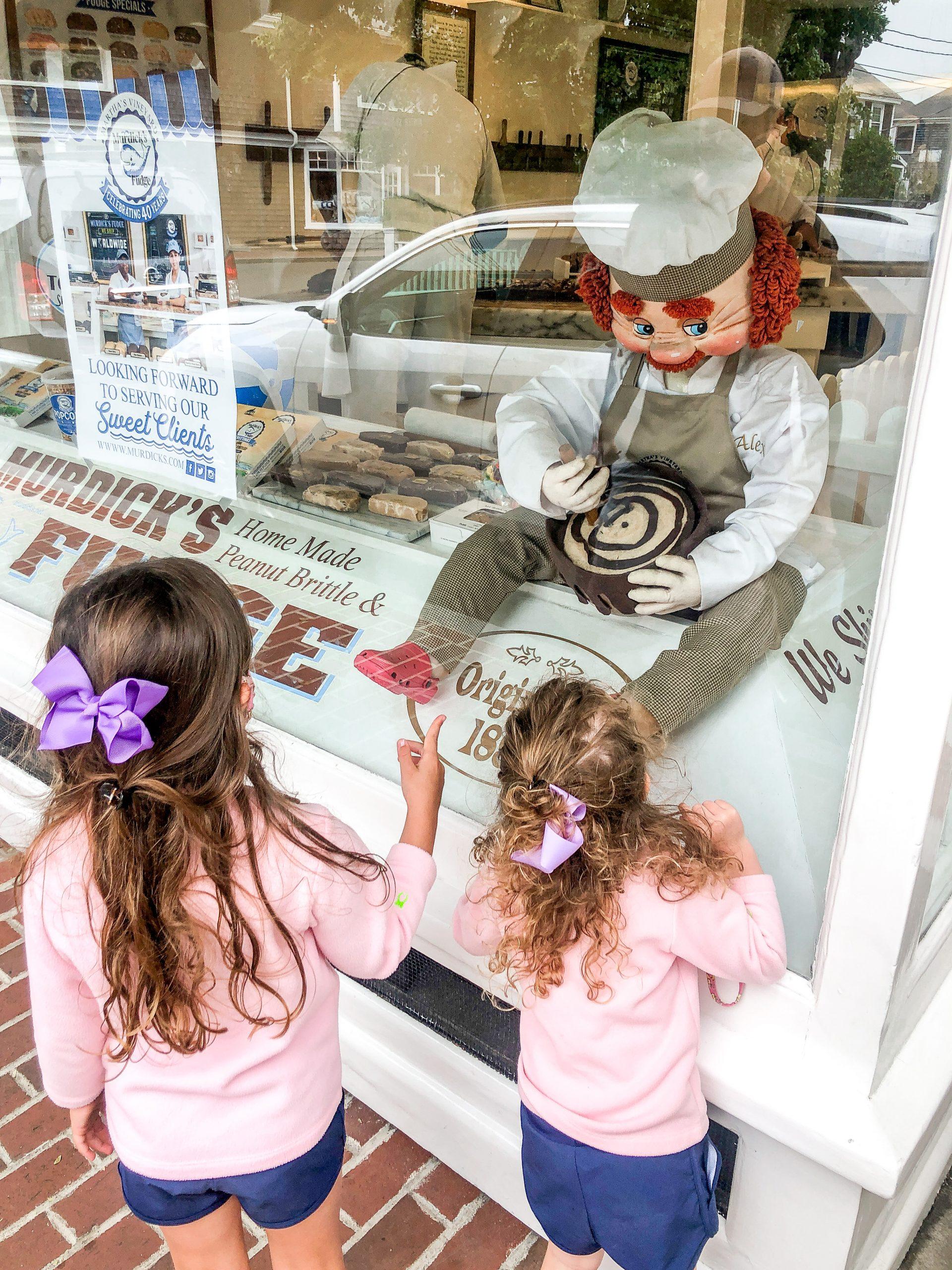 little girls looking in window at Murdick's Fudge Martha's Vineyard